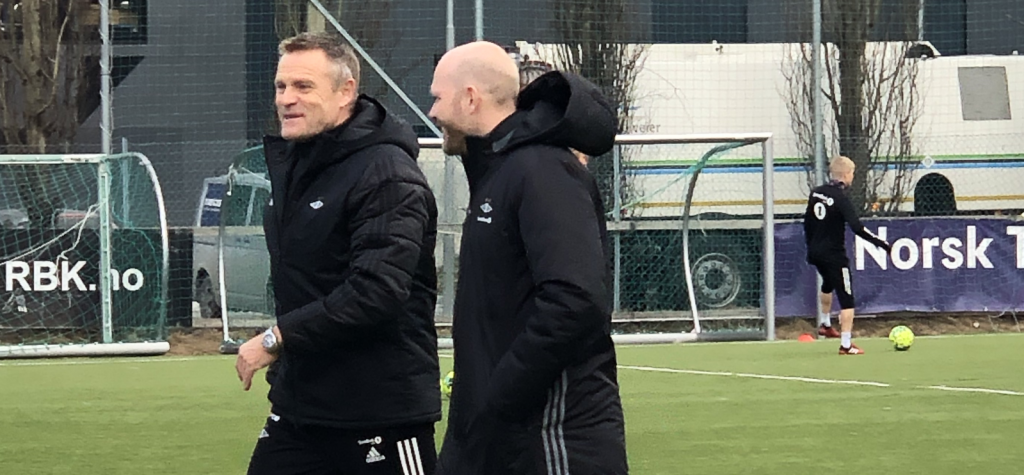 Trond Henriksen og Micke Dorsin på treningsfeltet.